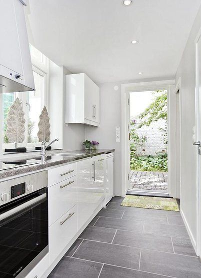 Sunnuntaifiilistelya Valkoinen Harmaja Divaaniblogit Home Kitchens Kitchen Flooring Grey Kitchen Tiles
