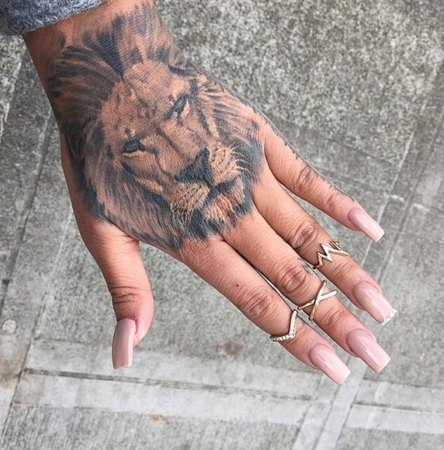 beautiful lion tattoo tatood hand tattoo l we hand. Black Bedroom Furniture Sets. Home Design Ideas
