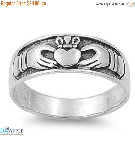 82f04f08993a88 Finition oxydée Claddagh irlandais de coeur anneaux bande massif 925 argent  Sterling coeur forme anneau de Claddagh promesse fidélité mariage bague de  ...