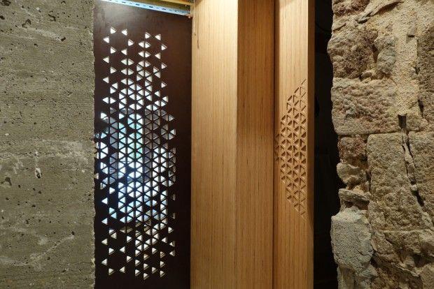 Tawla est un atelier de création pluridisciplinaire mêlant l'architecture et le design, créé il y a un an par Zeïneb Ben Hiba et Bastien Marion et basé à R