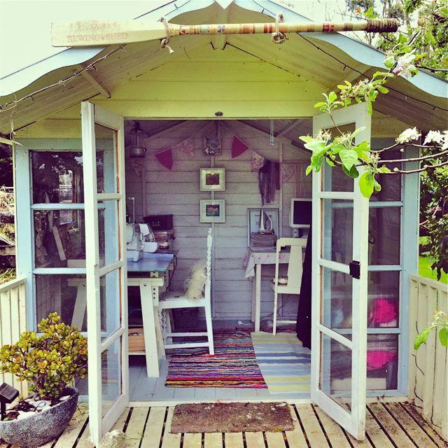 Joli coin bureau am nag dans un abri de jardin boh me abri gardenshed d pendance - Cabane jardin atelier besancon ...