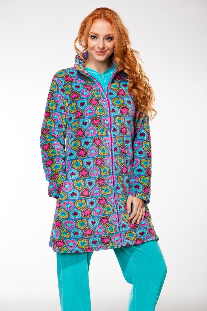 f90d58fdb628 Batas y pijamas divertidos y llenos de color | Ropa calentita para ...