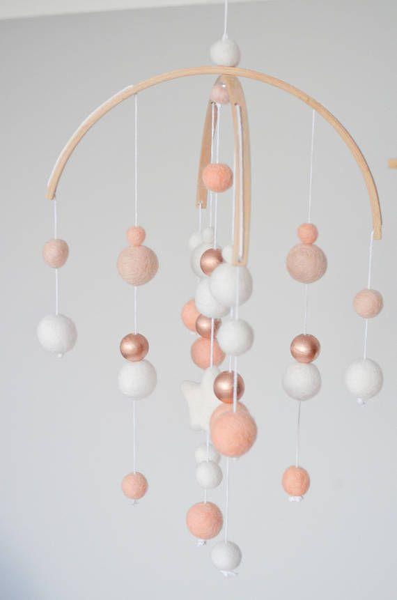 Mobile Bebe Cuivre Et Rose Saumon Deco Chambre Rose Gold
