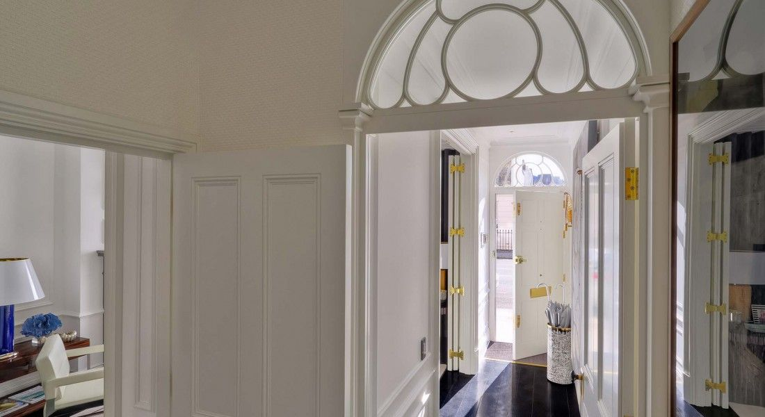 Entrance of House in London by Oitoemponto Architecture & interiors