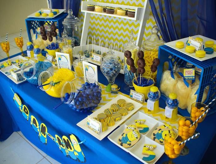 despicable me minion themed birthday party evelyn 39 s bday. Black Bedroom Furniture Sets. Home Design Ideas