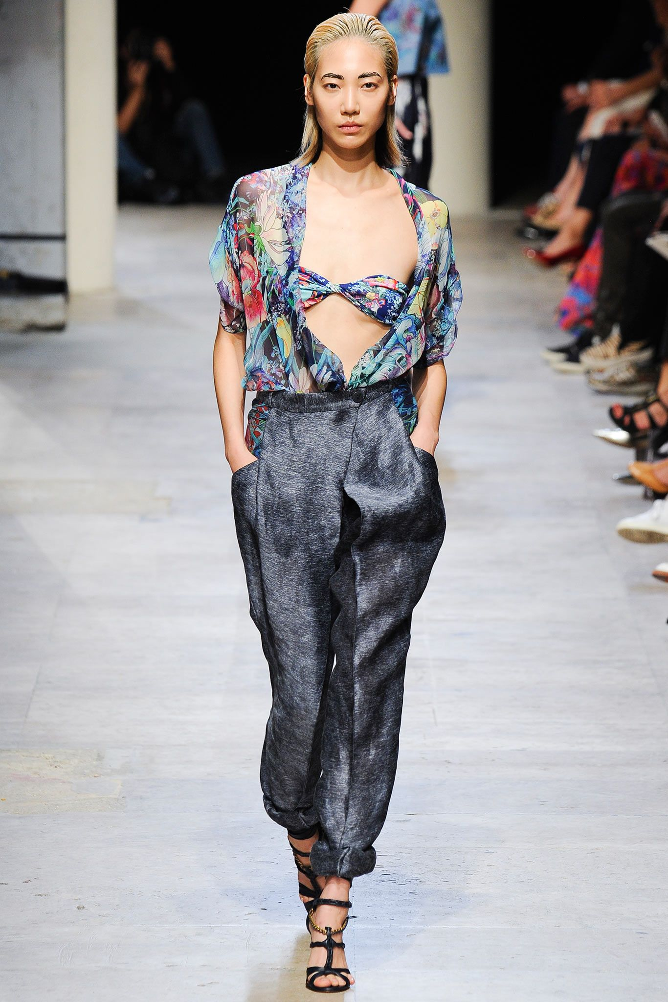 Leonard Spring 2015 Ready-to-Wear - Collection - Gallery - Look 1 - Style.com