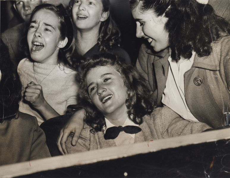 Weegee, Frank Sinatra Fans at Paramount, November 1944 | Frank sinatra,  1940s photos, Weegee