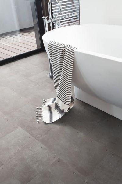 Sol salle de bain  un shopping tendance pour choisir son revêtement - dalle beton interieur maison
