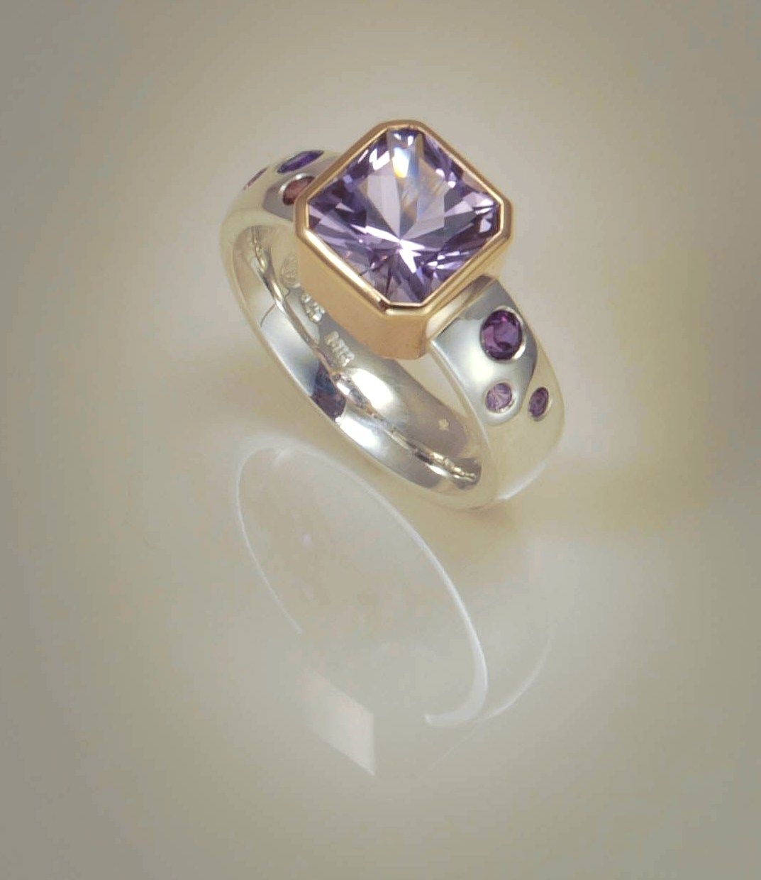Ring Sterling silver with pale amethyst set in 9ct gold and flush