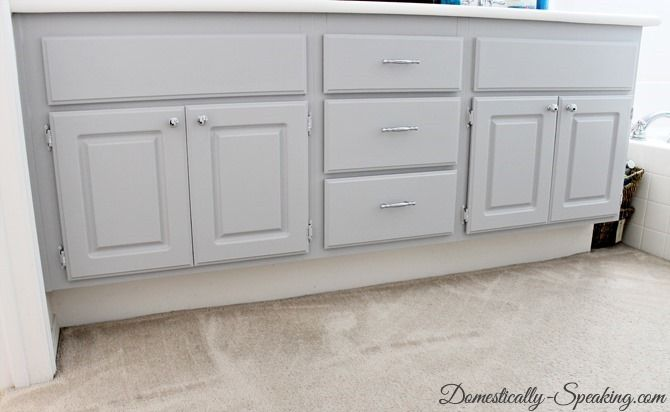Upgrade your Boring Builder Grade bathroom cabinets #graycabinets