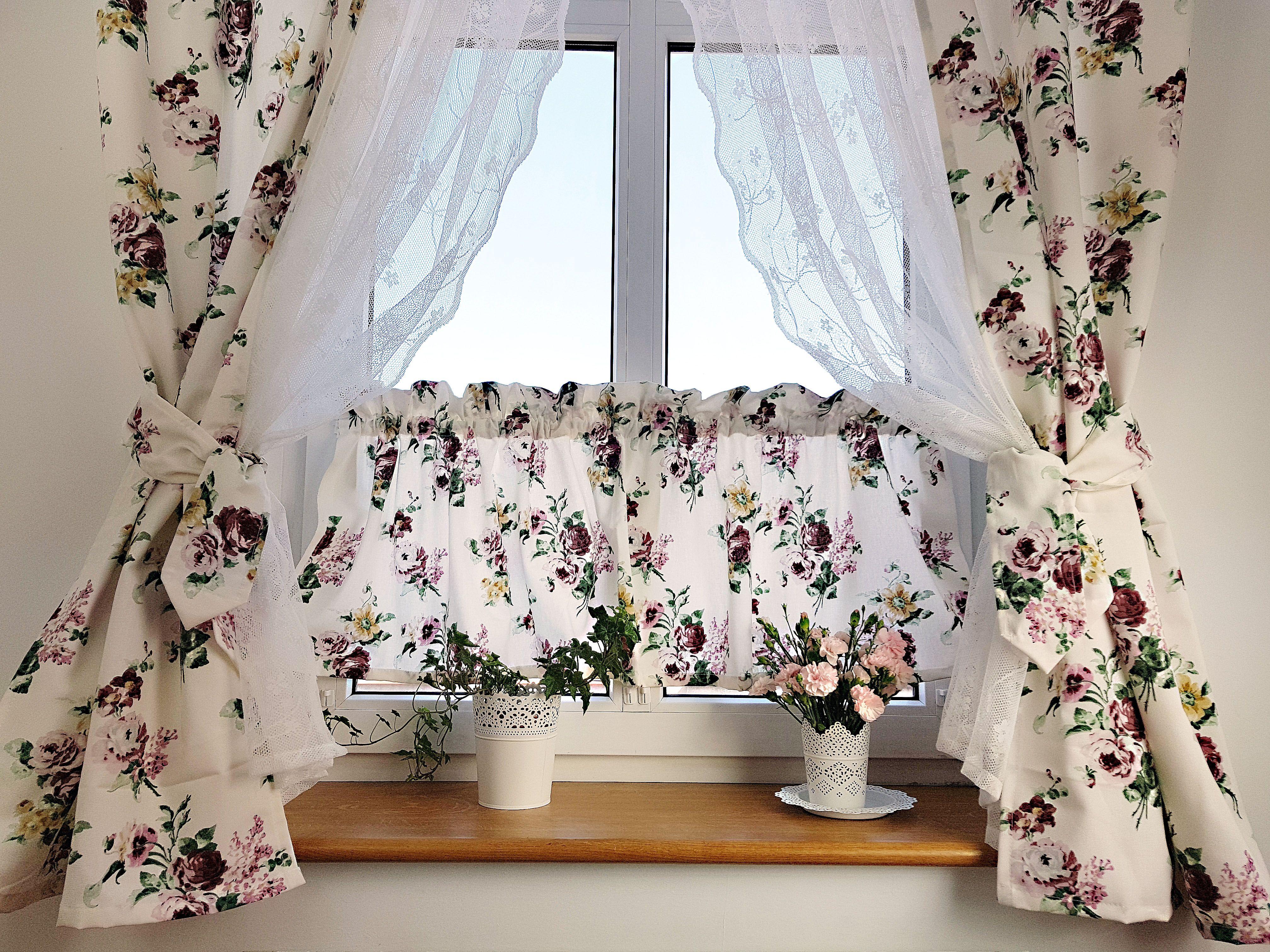 Galazki Brzozy W Wazonie Zakwitly Na Nich Kwiatki Z Materialu Swietna Ozdoba Stolu Decorating Your Home Decor Vase