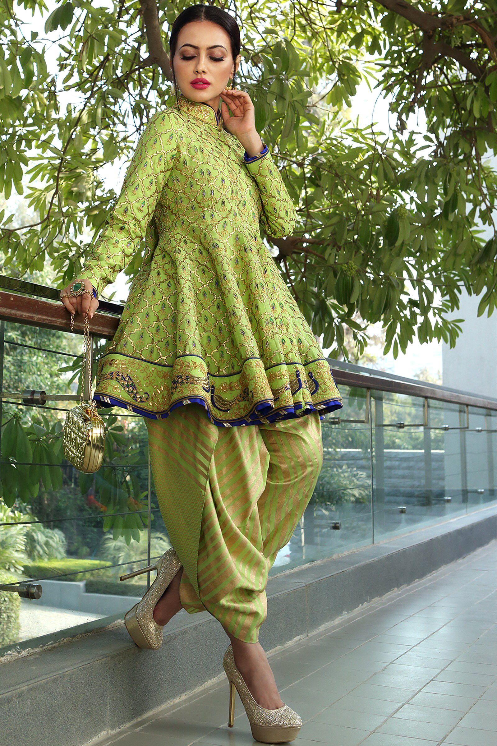 Sana Khan in Reynu Taandon's Summer Bridal Trendy blouse
