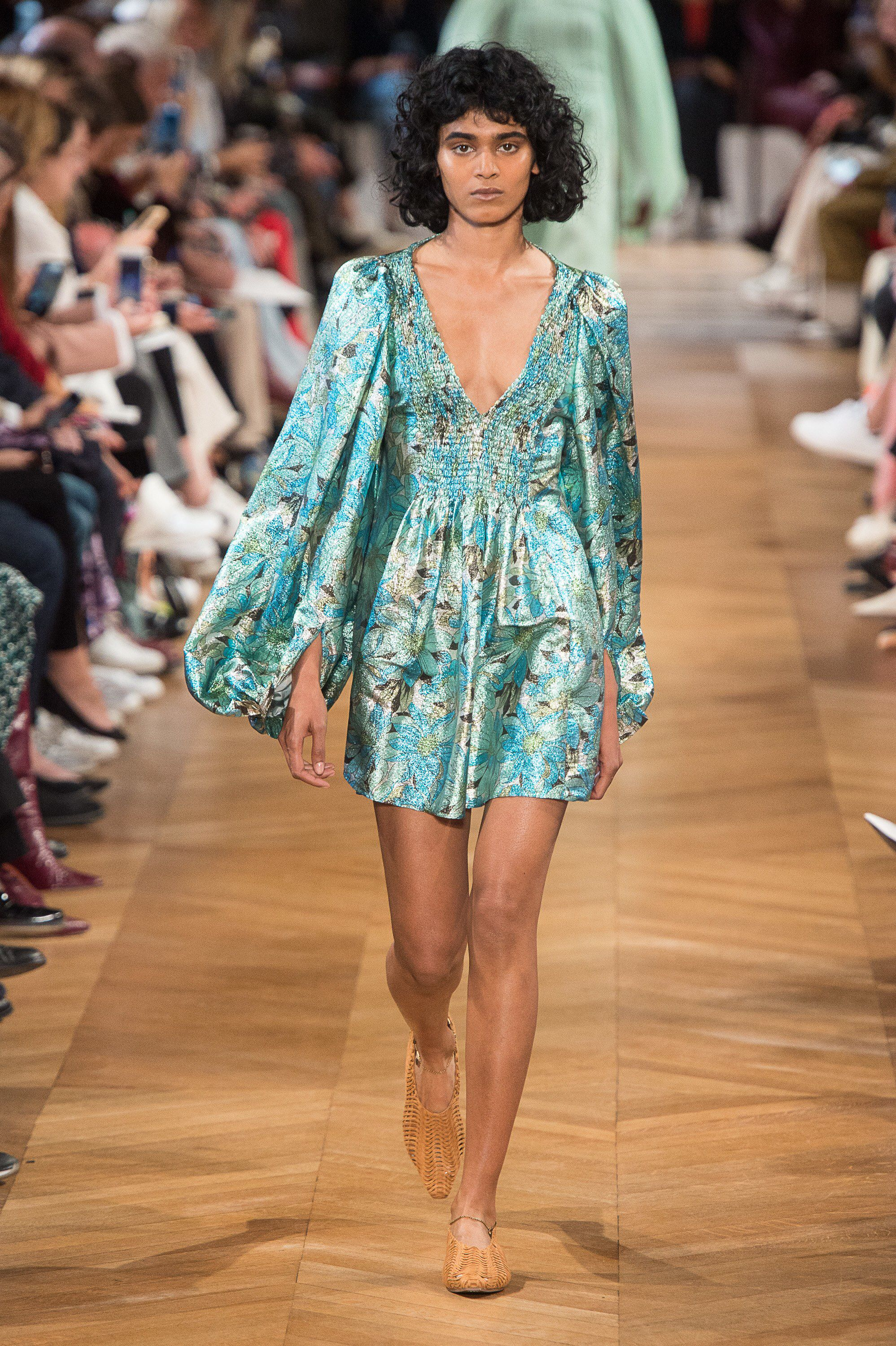 16d8c660989c Stella McCartney Spring 2019 Ready-to-Wear Fashion Show Collection ...