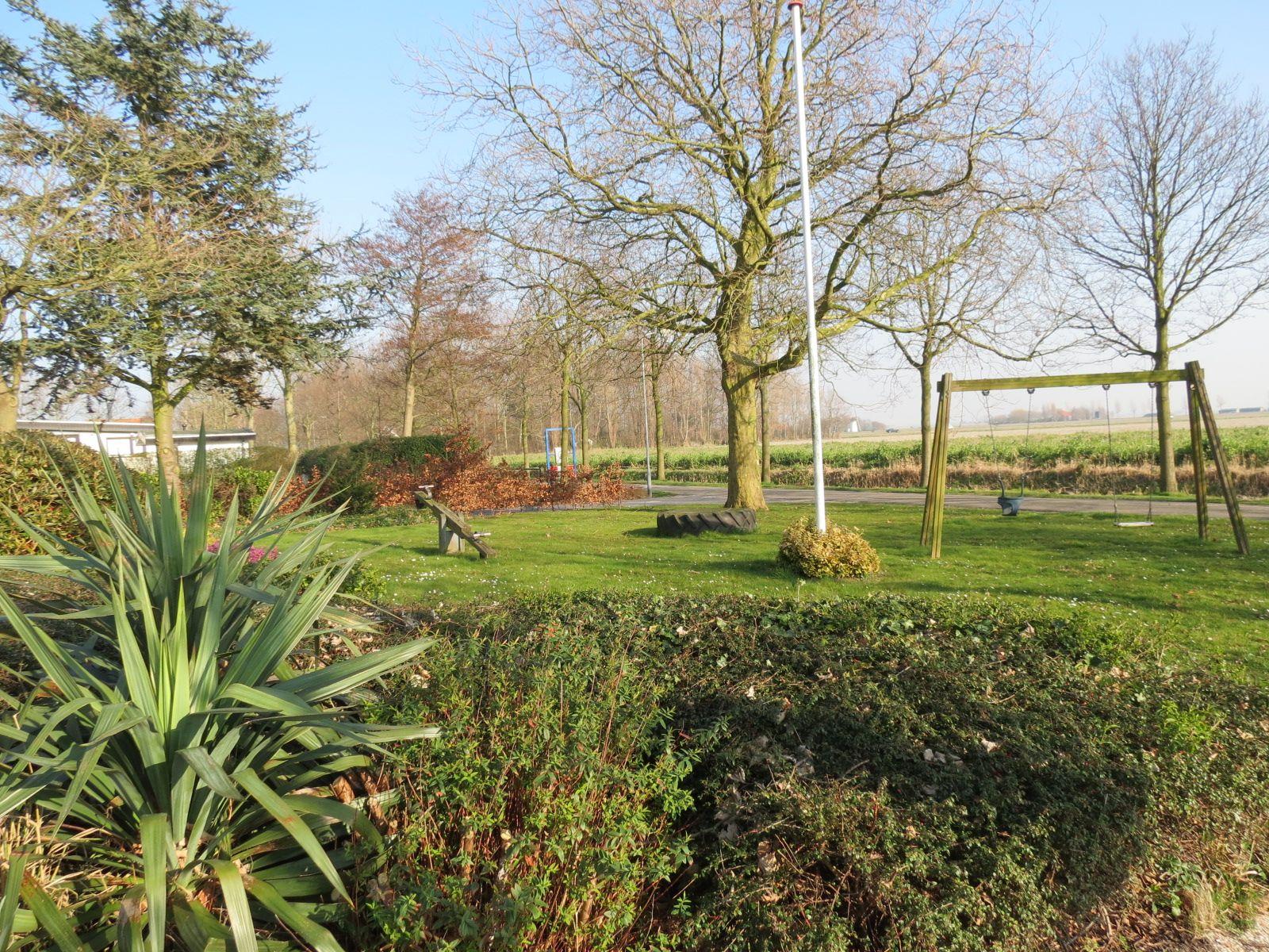 Heerlijk van het zonnetje genieten in de tuin van accommodatie Molenzicht.