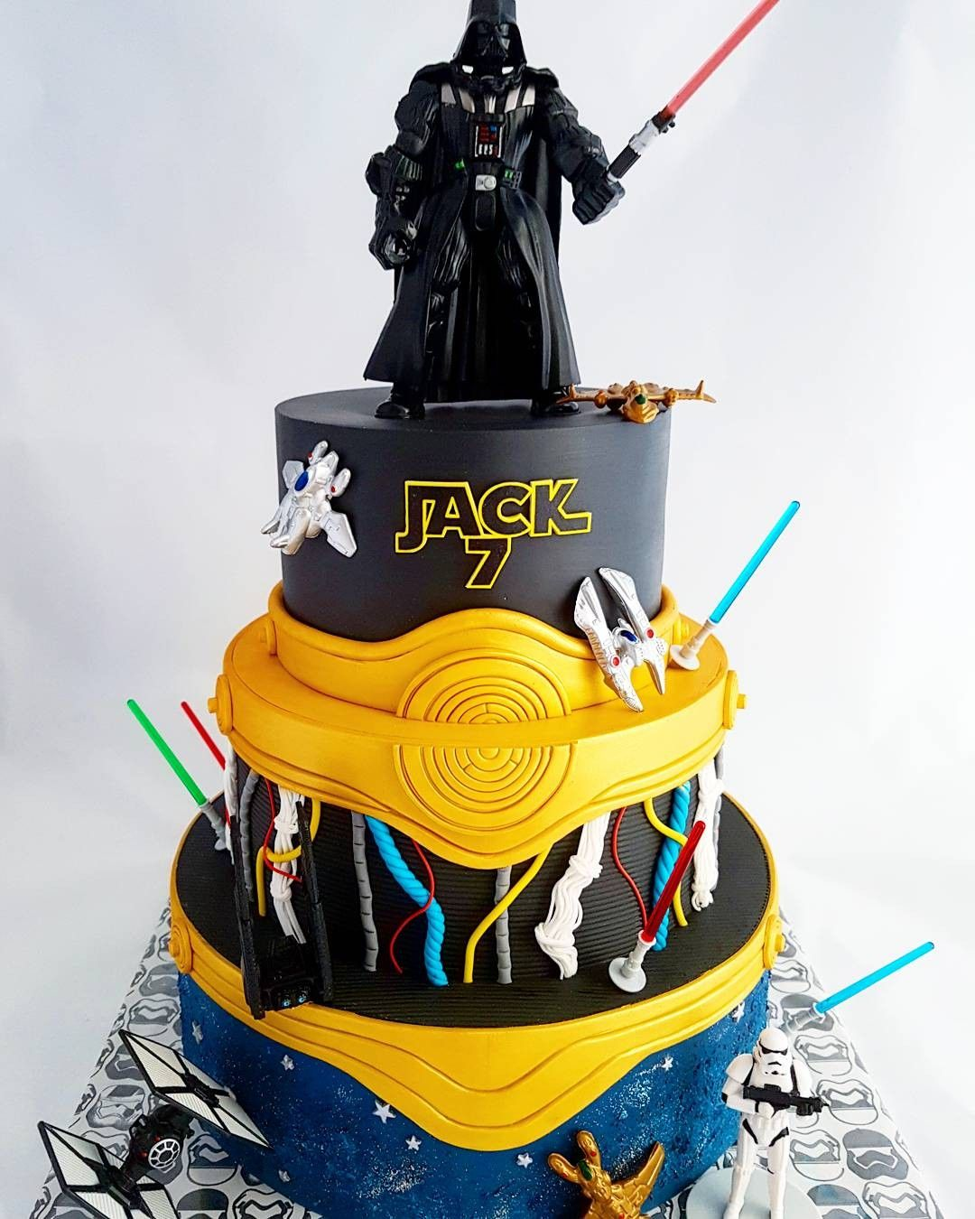 Star Wars Cake Darth Vader C3po Galaxy Taart Ideeen Zelfgemaakt Gebak Cake