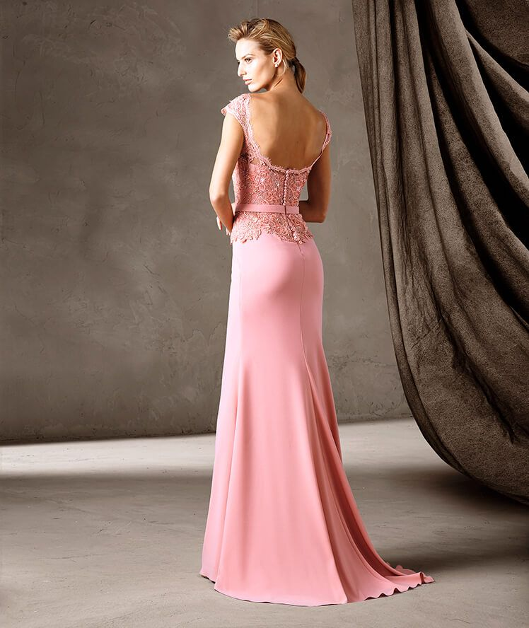 Refined long mermaid dress with a bateau neckline. A work of fine ...