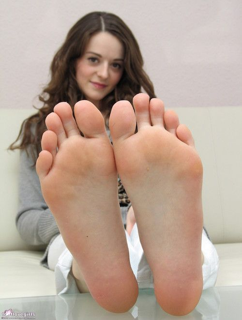 younger-teen-toes