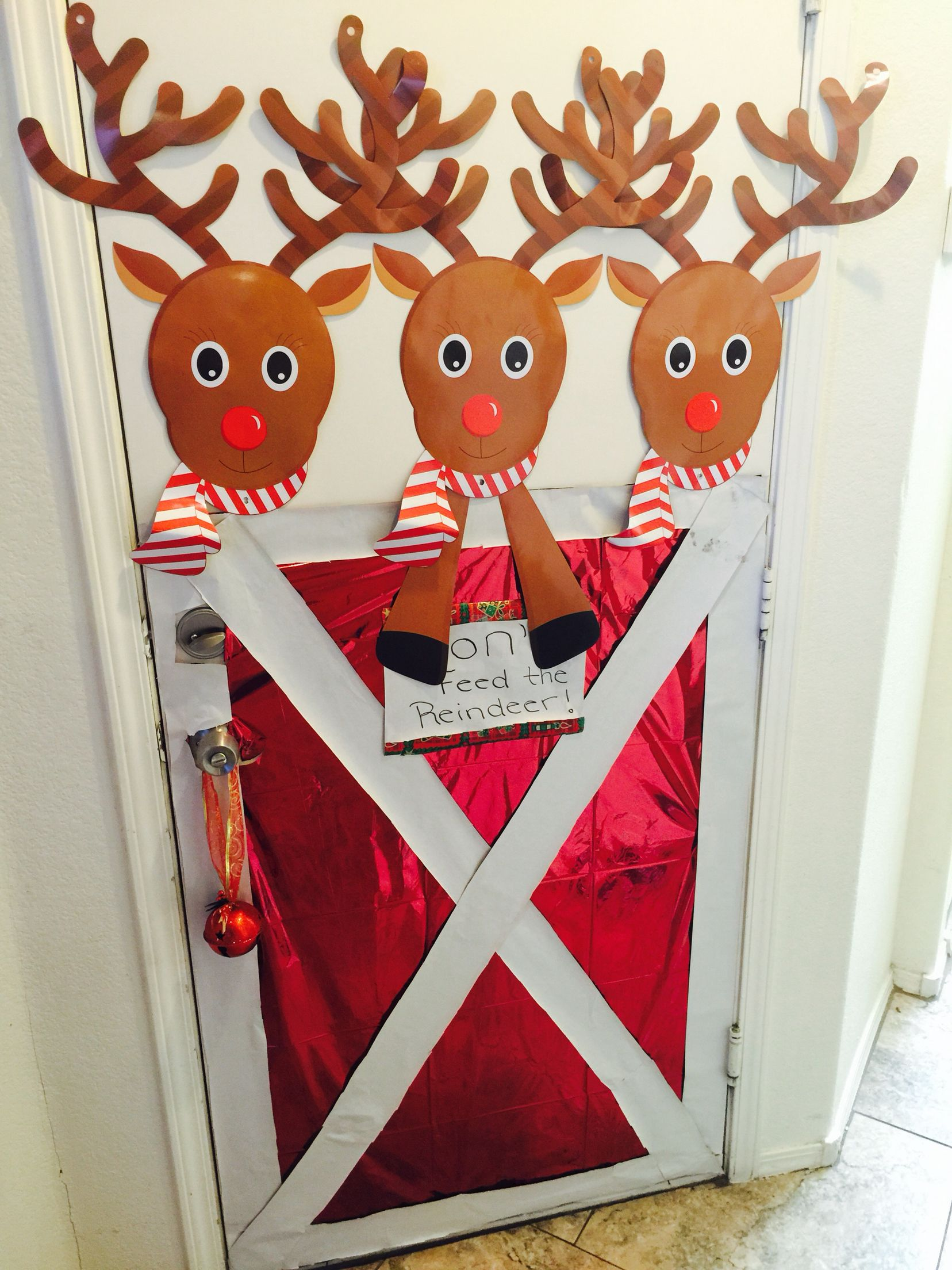 Diy Chistmas Door Decor Don T Feed The Reindeer Stable