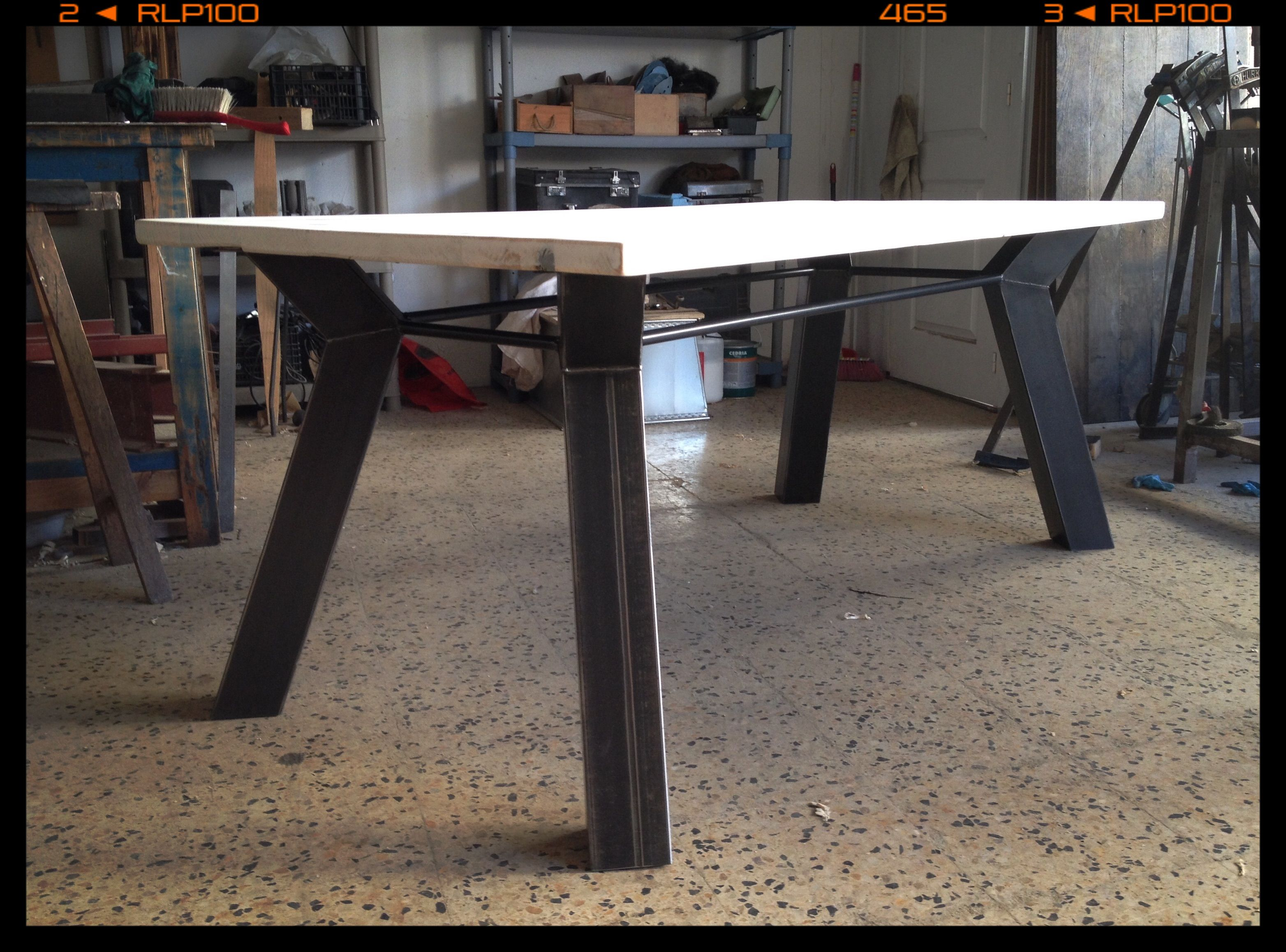 Industrial dining table made of metal and wood Diseños propios ...