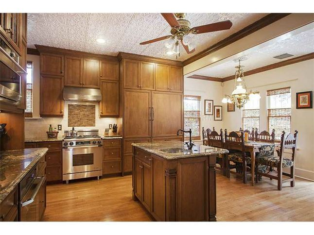 Beautiful kitchen in a beautiful home 1501 Bayshore Blvd  Tampa, FL 33606 5 Bed | 4.1 Bath 5,580 SqFt  #TampaBayHomesForSale, #DreamHome, #RealEstate