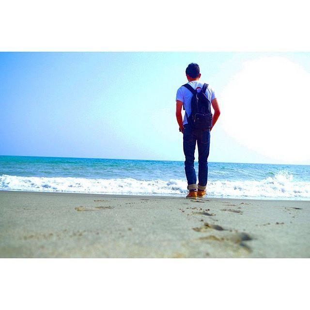 いつも一人で溜め込むから。 . そんなつもり無かったけど、 君に言われて気持ちが楽になったのは、 やっぱり一人で溜め込んでいたのかもしれない。 . 僕が知らない僕にも気付いてくれる。 僕が嫌いな僕も見つめてくれる。 . 頼るのも悪く無い。 君が聞いてくれるなら、 弱い僕も悪く無い。 . #浜岡砂丘#静岡#海#brother#sea#wave#blue#boy#travelgram#lovers_nippon#team_jp_#tokyocameraclub#instagood#lovers#IGersJP#freedomThinkers#ig_japan#camera#photo#photooftheday#love#world#japan#一眼レフ#カメラ女子#カメラ男子#写真好きな人と繋がりたい#写真撮ってる人と繋がりたい#カメラ好きな人と繋がりたい#ファインダー越しの私の世界 2016/06/25 03:42:11