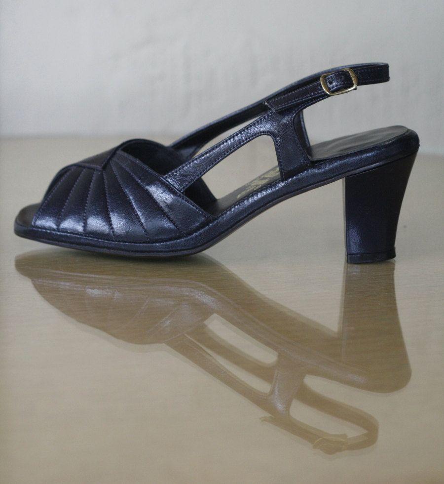 70s Navy Hush Puppies Vegan Sandals Never Worn Size 7 5 8 19 00 Via Etsy Vegan Sandals Vintage Shoes Slingback Sandal