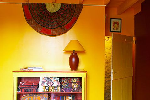 Comment associer la couleur jaune en déco d\u0027intérieur ? Rouge