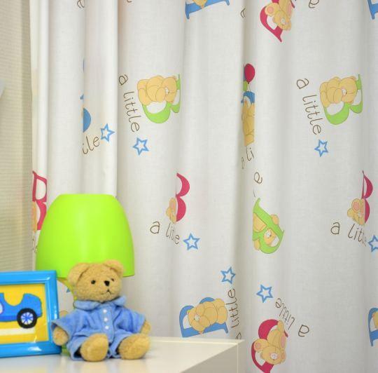 A Little Star! Met deze lieve knuffelbeertjes op de gordijnen ...
