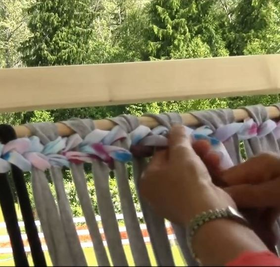 Rag Rug Weaving - Part 3 - Weaving a Rug  by Lynne Milsom.  This is a free class.  This video starts the beginning of weaving on a Salish Loom.  Warp is comprised of T-shirt loops. T-shirt loops.