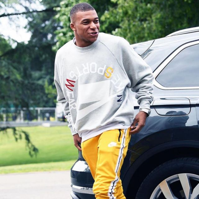 Sweatshirts Gray Fleece Nike Sportswear Nsw Kylianmbappe On His Account Instagram K Mbappe Spotern Spo Sportswear Outfits Sweatshirts Football Outfits