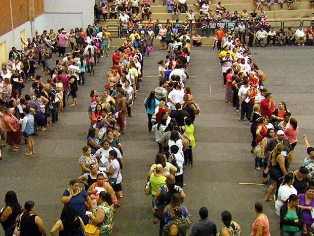 Mais de mil pessoas comparecem ao ginásio da Unicamp para cirurgia bariátrica (Foto: Sávio Monteiro/EPTV)