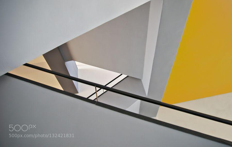 Bauhaus Dessau - Pinned by Mak Khalaf Im Bauhaus zu Dessau. Abstract BauhausDessauGermanyLinienStairwellTreppenhausabstractabstraktgelblinesmodernyellow by mikahu