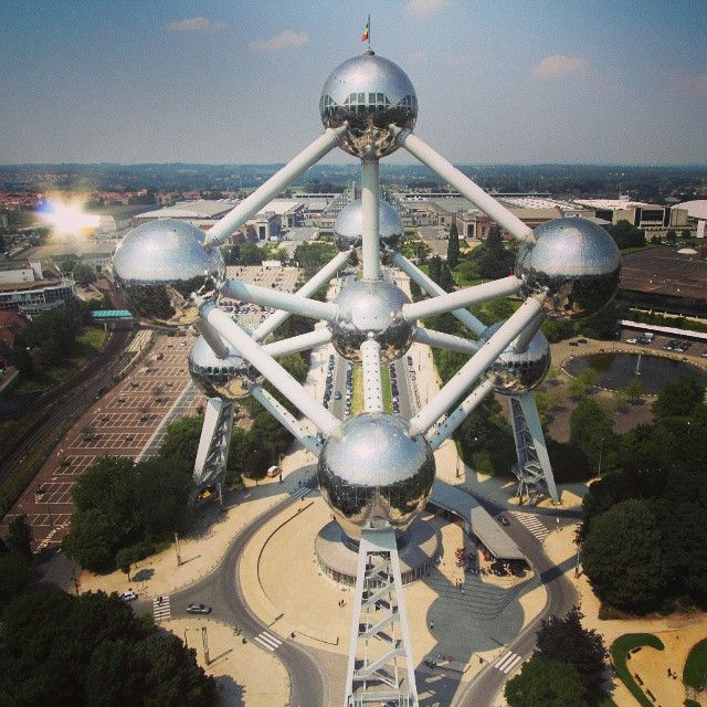 #atomium #bruxelles #brussels #brussel #expo #exposition #expo58 #58 #exhibition #tentoonstelling world fair #atomium #star #ster #etoile #fifties #atomic #atomicage #design #top #art #kunst #atomium #brussels #worldsfair #googie #midcenturymodern #midcentury #retro #atom #landscape #landmark #belgium #heli #sky - by @heli.be