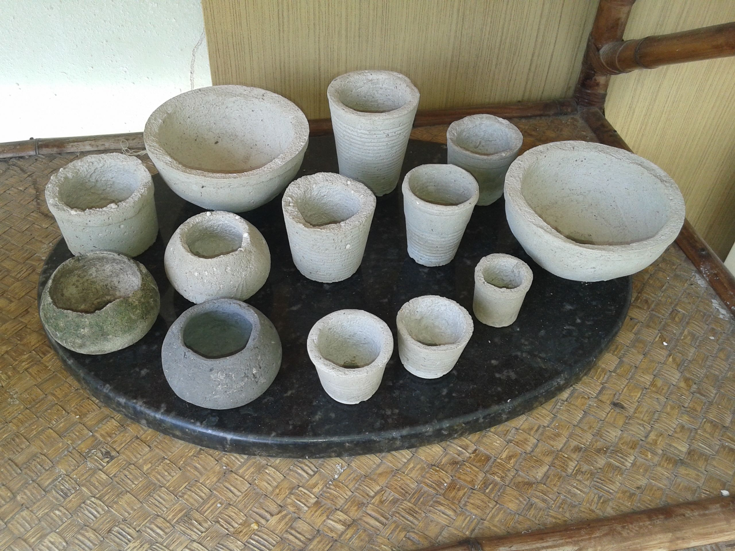 Meus vasinhos de cimento antes de pintar. 10/2016