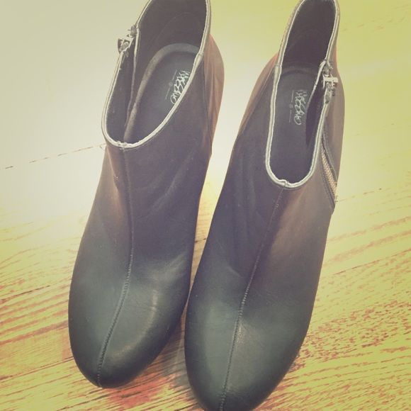 Mossimo black wedge heels Super cute black wedge heels by Mossimo, women's 8. Wore twice, in excellent condition! Great for the fall; -From my journey to yours Mossimo Supply Co Shoes Heels