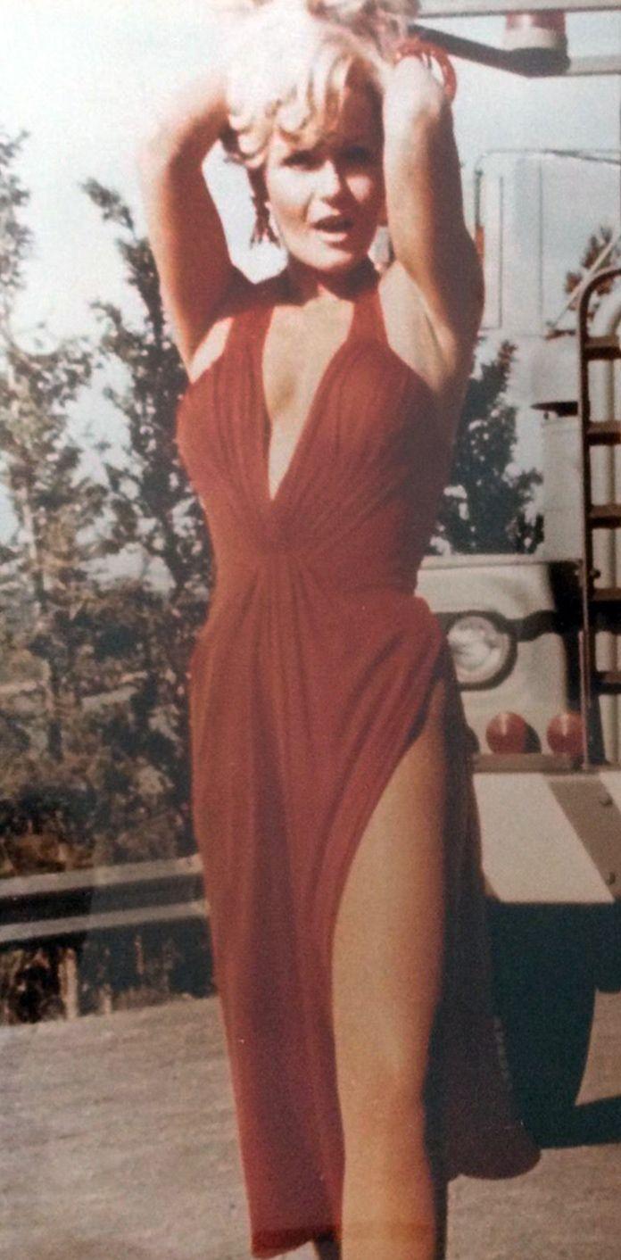 Valerie Perrine   Backless dress, Valerie perrine, Dresses