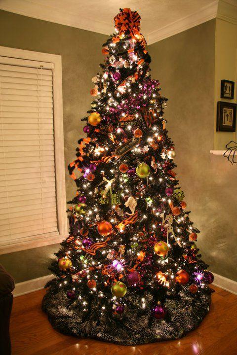 Halloween On A Black Christmas Tree Pretty Yulelog Ornament Collector S Bull Halloween Christmas Tree