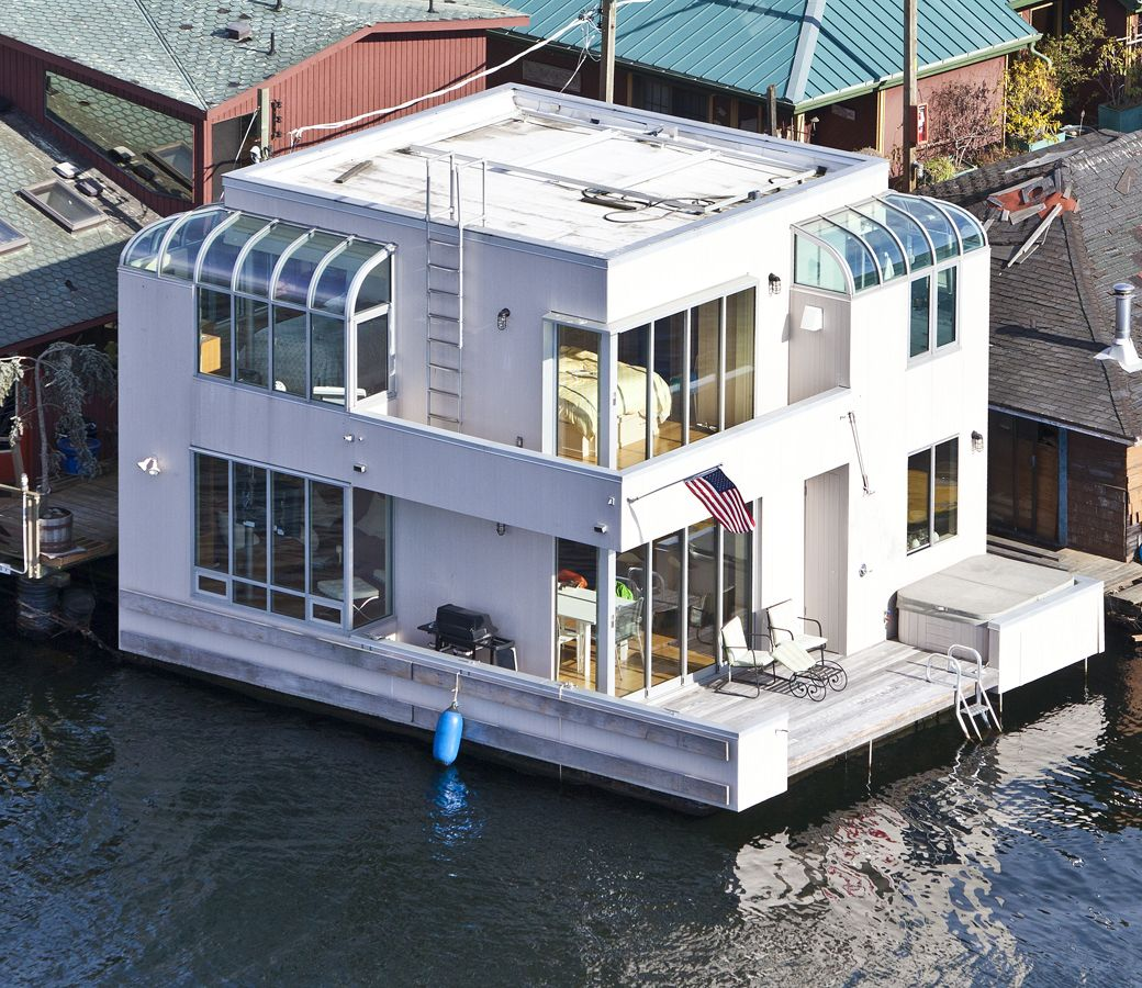 Houseboats In Seattle Love This Cool Boat House Check Out More Tiny Homes In Hgtv