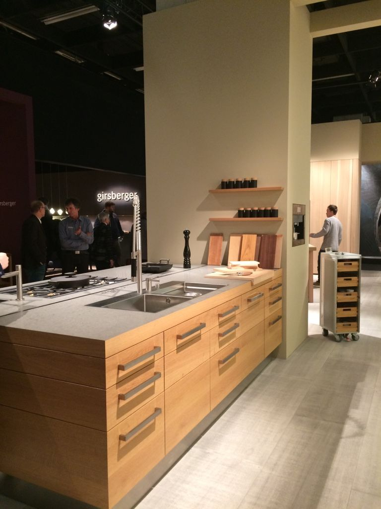 imm cologne 2017 cuisine en bois massif ch ne clair et. Black Bedroom Furniture Sets. Home Design Ideas