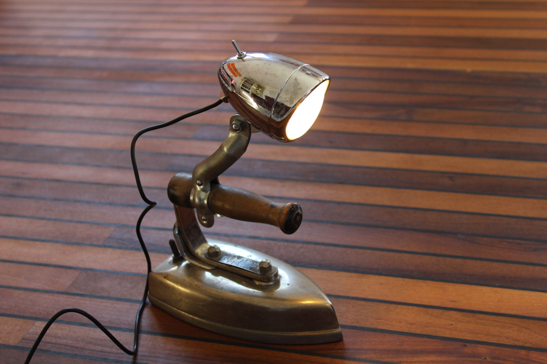 Recycling Lampe aus B\u00fcgeleisen und Fahrradteilen recycelt. Upcycling lamp with reused bike parts ...