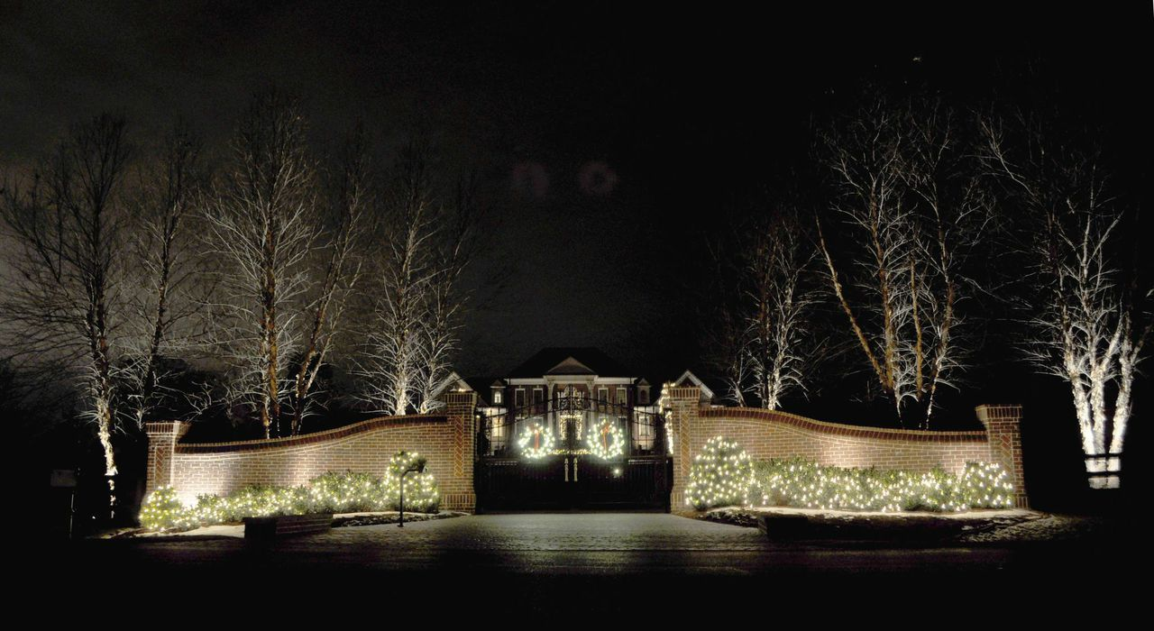 Subdivision Entrance Lighting Google Search Subdivision Entrance White Christmas Lights White House Christmas Decorations