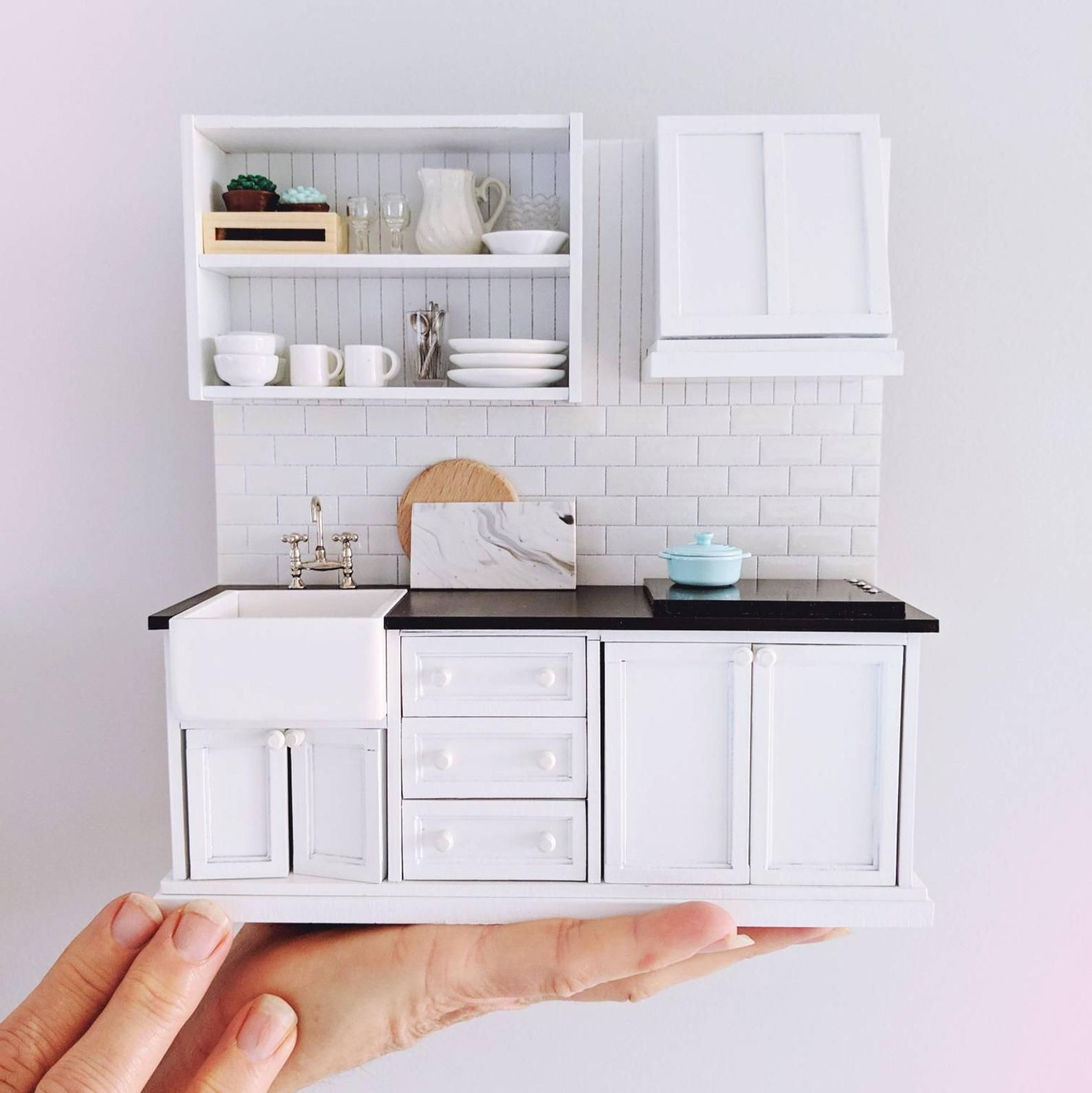 Miniature kitchen, modern kitchen for dollhouse, farmhouse kitchen, functional mini kitchen, mini modern dollhouse furniture #dollhousefurniture