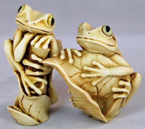 Harmony Kingdom Bonnie Clyde 2 By 2 Frogs Treasure Jest