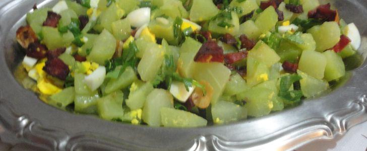 Salada de chuchu com bacon