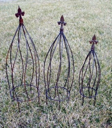A Rusty Garden 24 Large Wrought Iron Twist Topiary Or Obelisk