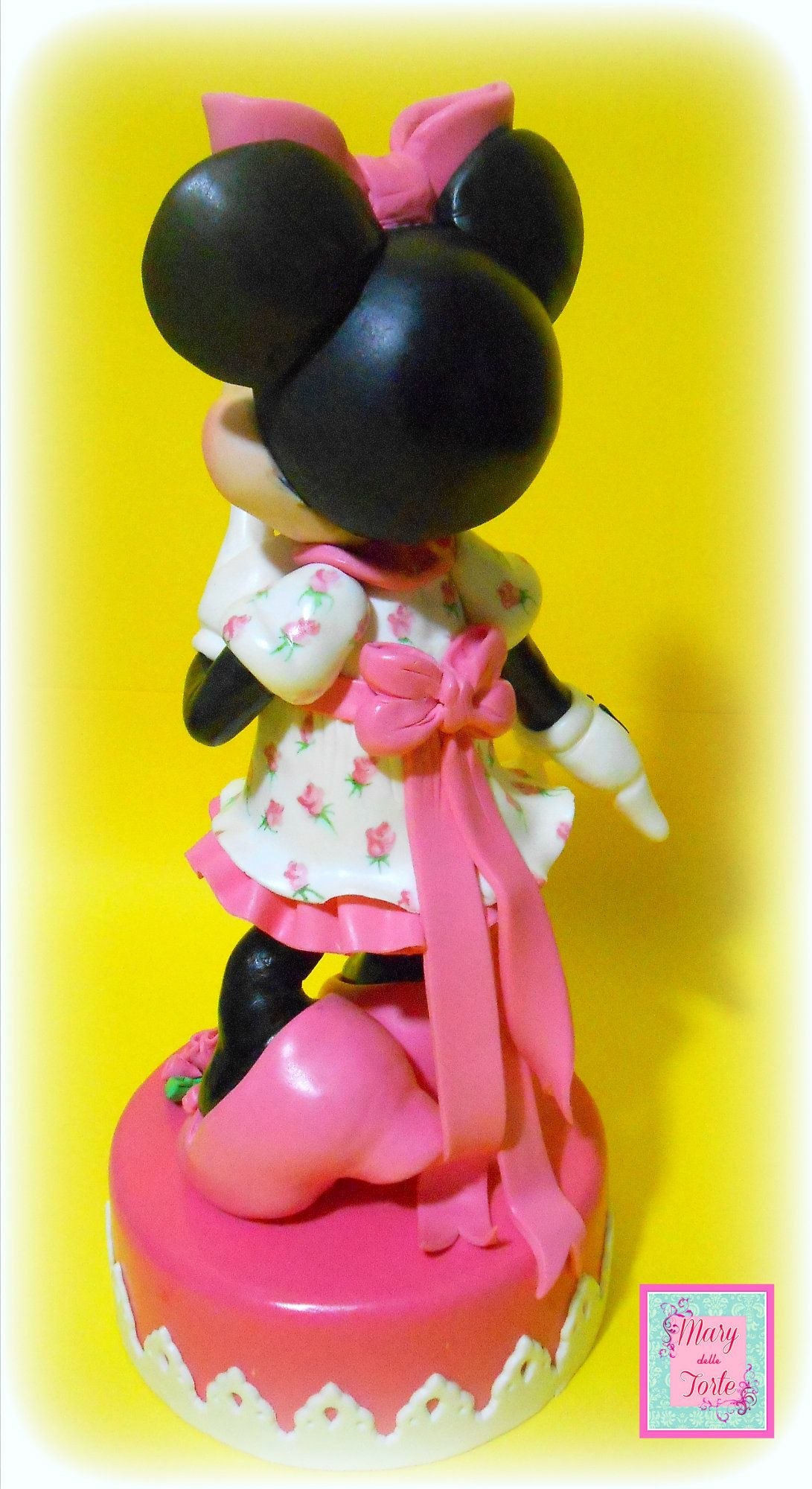 Minnie Birthday cake detail