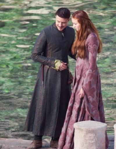 Sansa Catelyn violette aux vignes