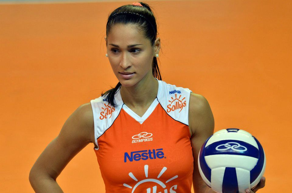 women's volleyball players - 736×487