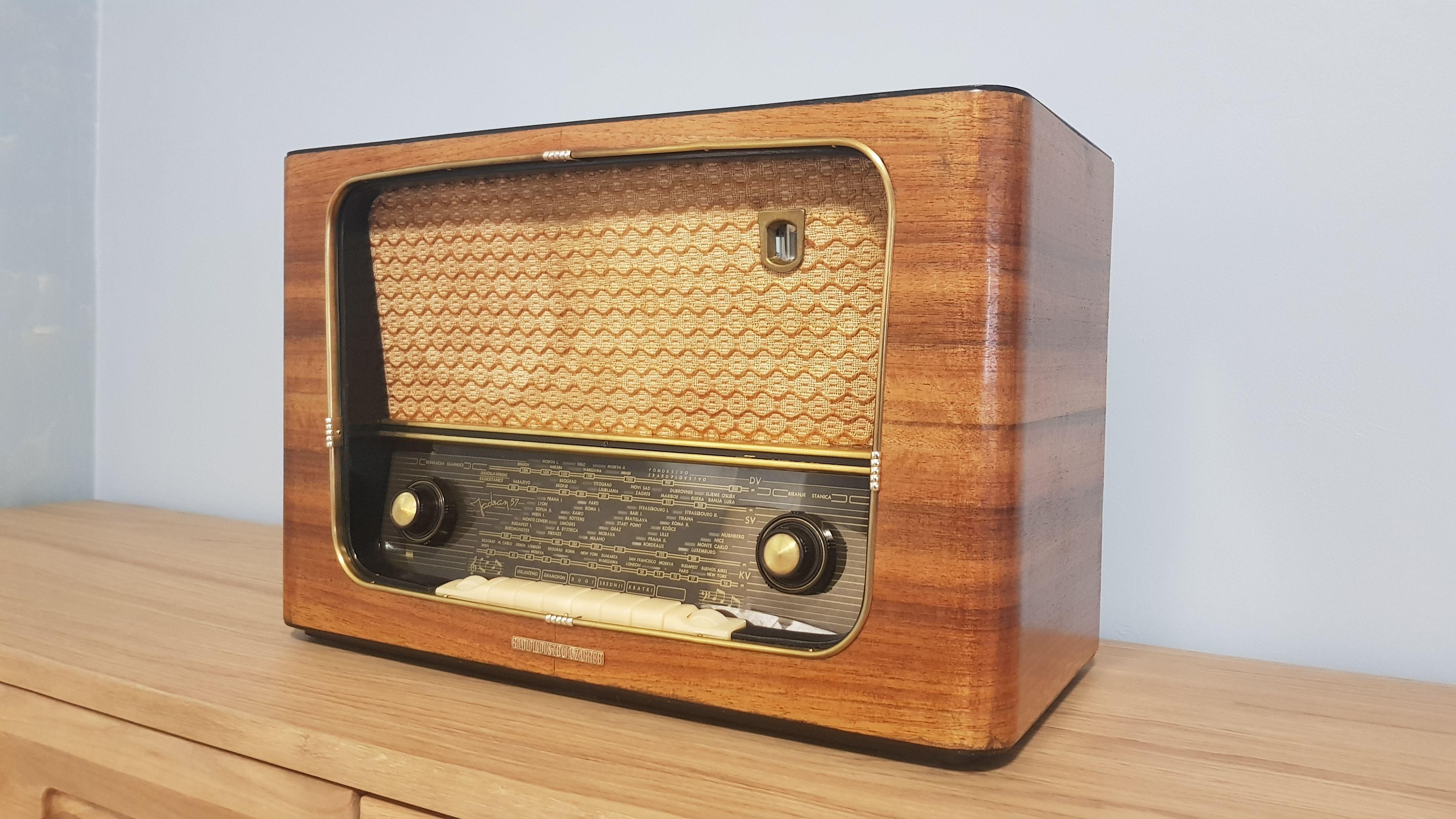 Vintage Radio Riz Jadran 57 Vintage Radio Vintage Electronics Radio