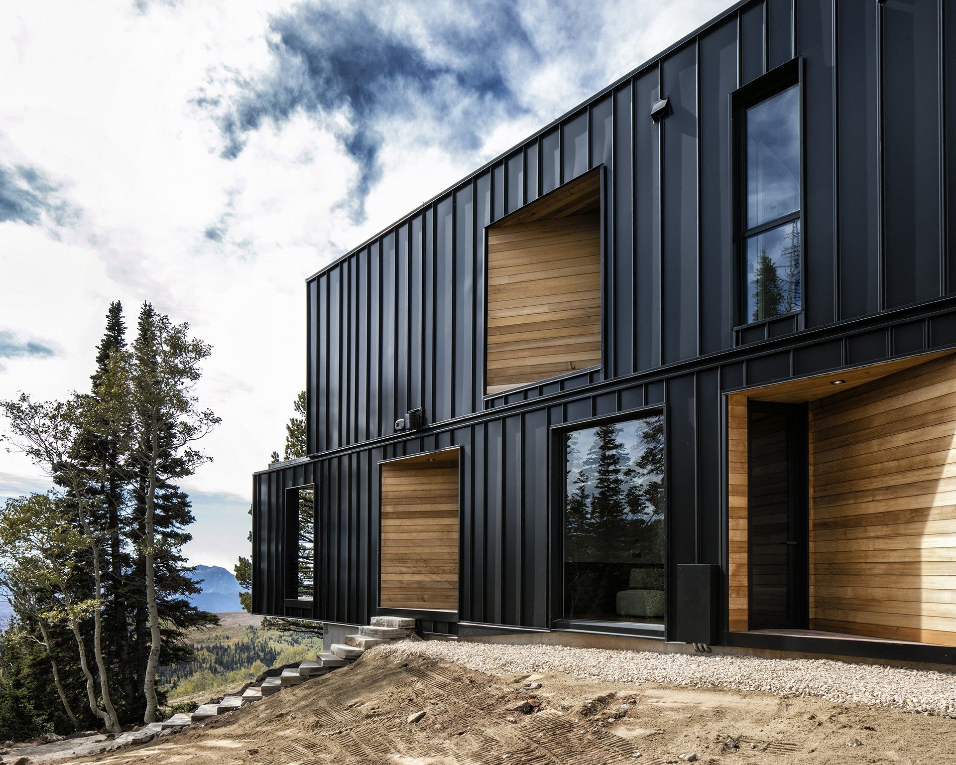 The Kinii The Falcon S Nest By The Italian Architects Of Obicua Floornature In 2020 House Cladding Architect Lodge